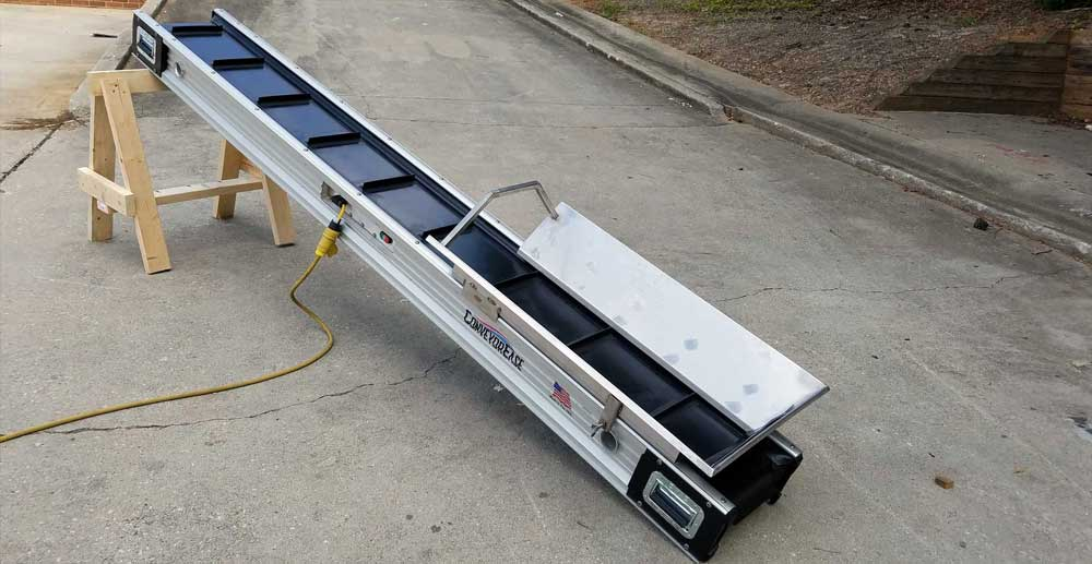 Conveyor with pleated belt